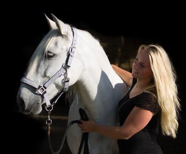 Madelief van Olffen feral horse care vitalbix lezing uitleg